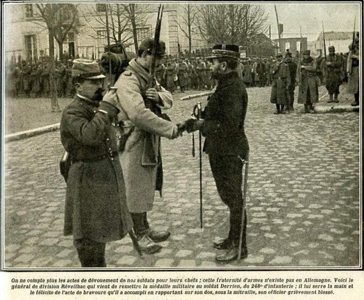 WWI: General Réveilhac presenting the Médaille militaire to a soldier (published in Review Le pays de France - April 22, 1915)