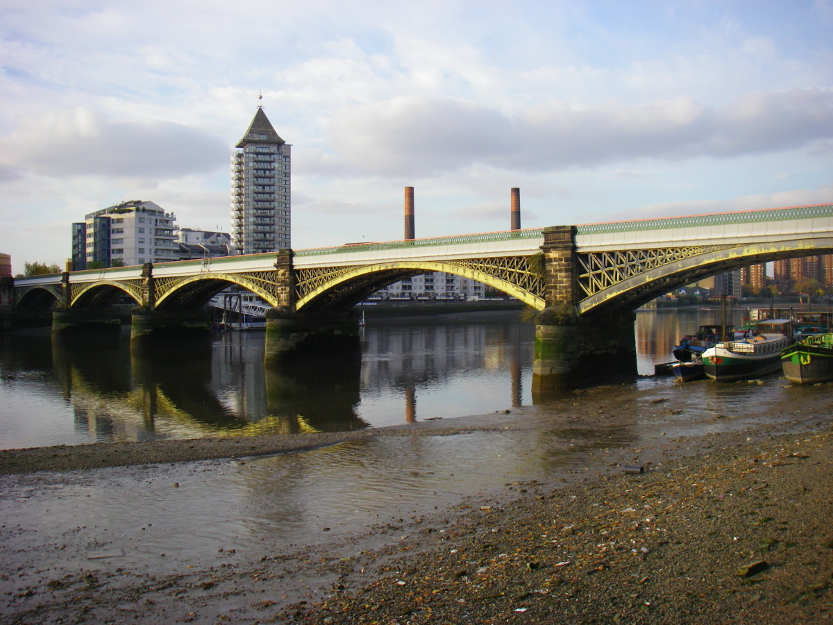 It is hard to imagine this beautiful blade lying in the muddy banks of the Thames at Battersea, London.