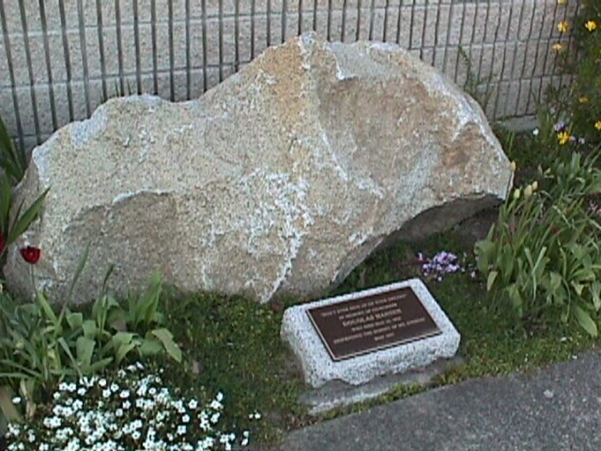 The Everest shaped memorial to Doug Hansen on the property of the Kent, Washington Post Office.