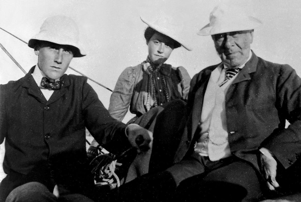 """Franklin D. Roosevelt, Helen R. Roosevelt (FDR's half-niece, daughter of James """"Rosy"""" Roosevelt) and James Roosevelt (FDR's father) at Campobello Island, 1899"""