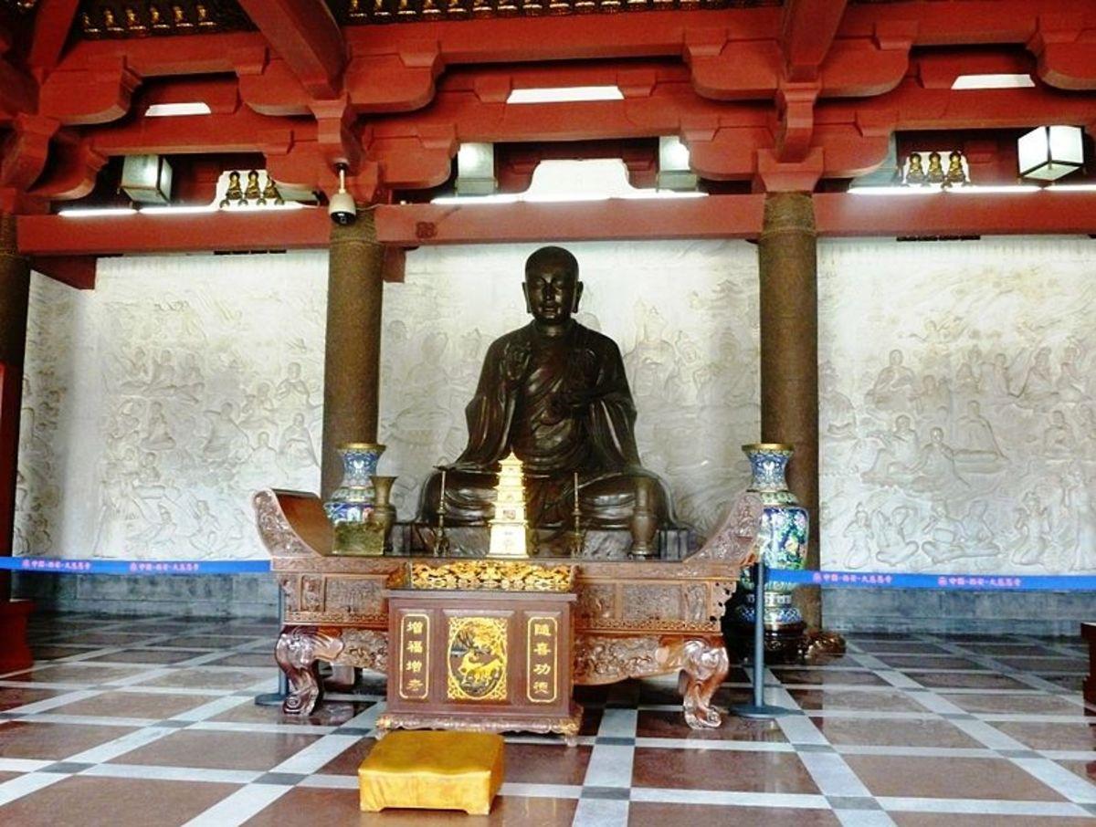 Statue of Xuan Zang in modern-day Xi'an.