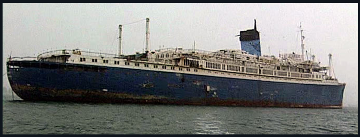 The SS Aflerdoss in her sad shape in the 1980s.