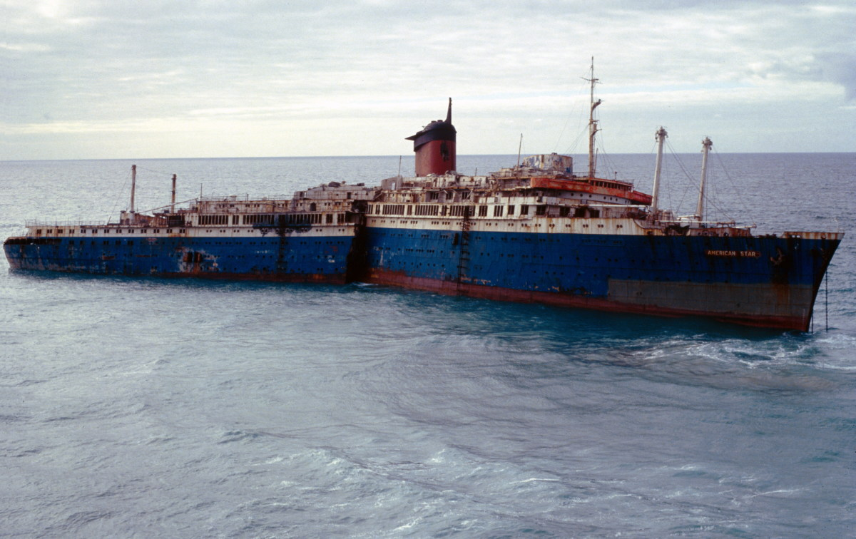 The wreck 48 hours after the grounding. The stern has broken free of the bow and would sink less than a year later.