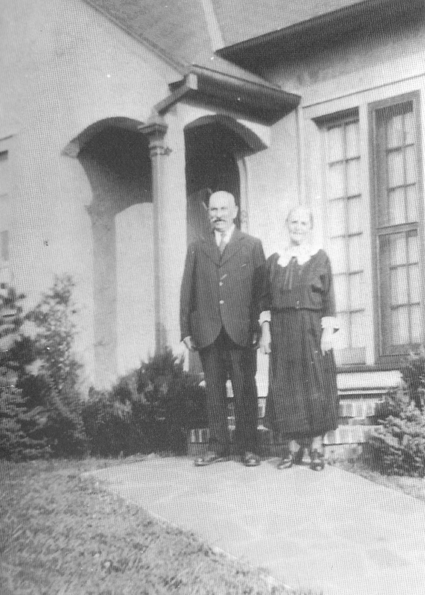Julia's parents in front of their Connecticut home.