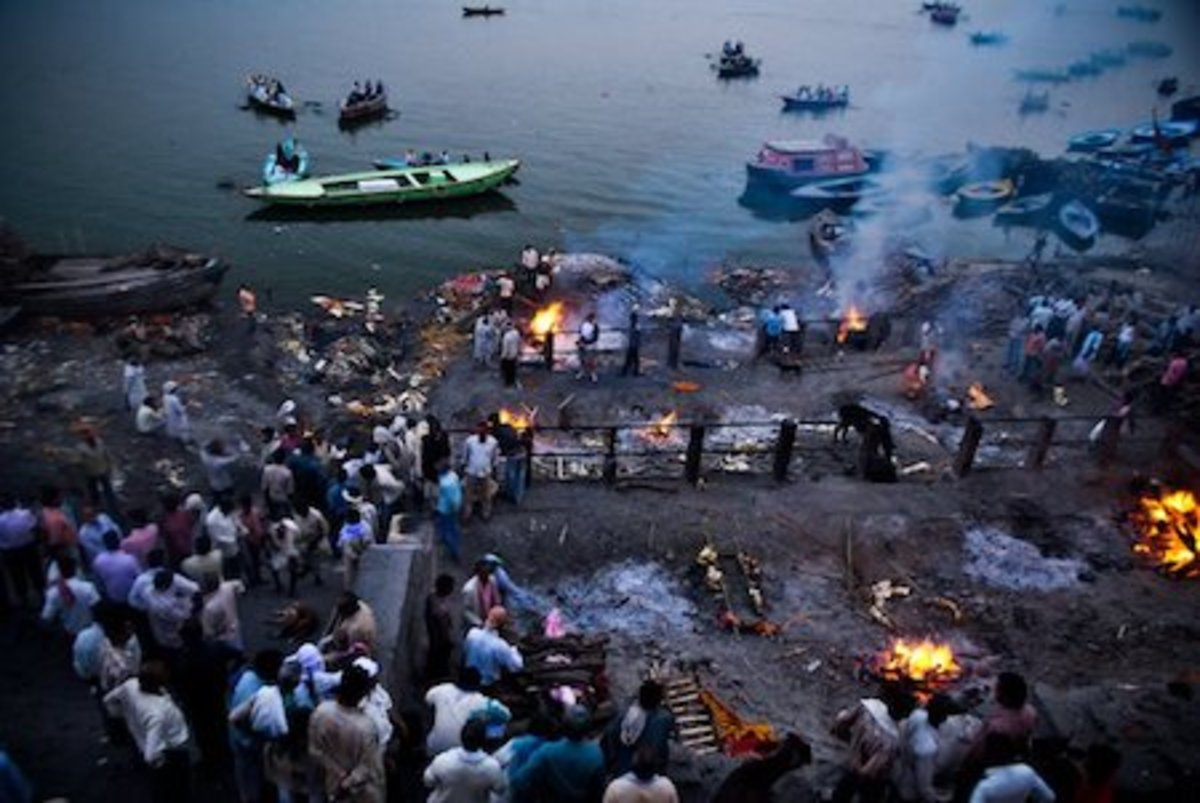 Cremations at Manikarnika Ghat (Hindu culture).