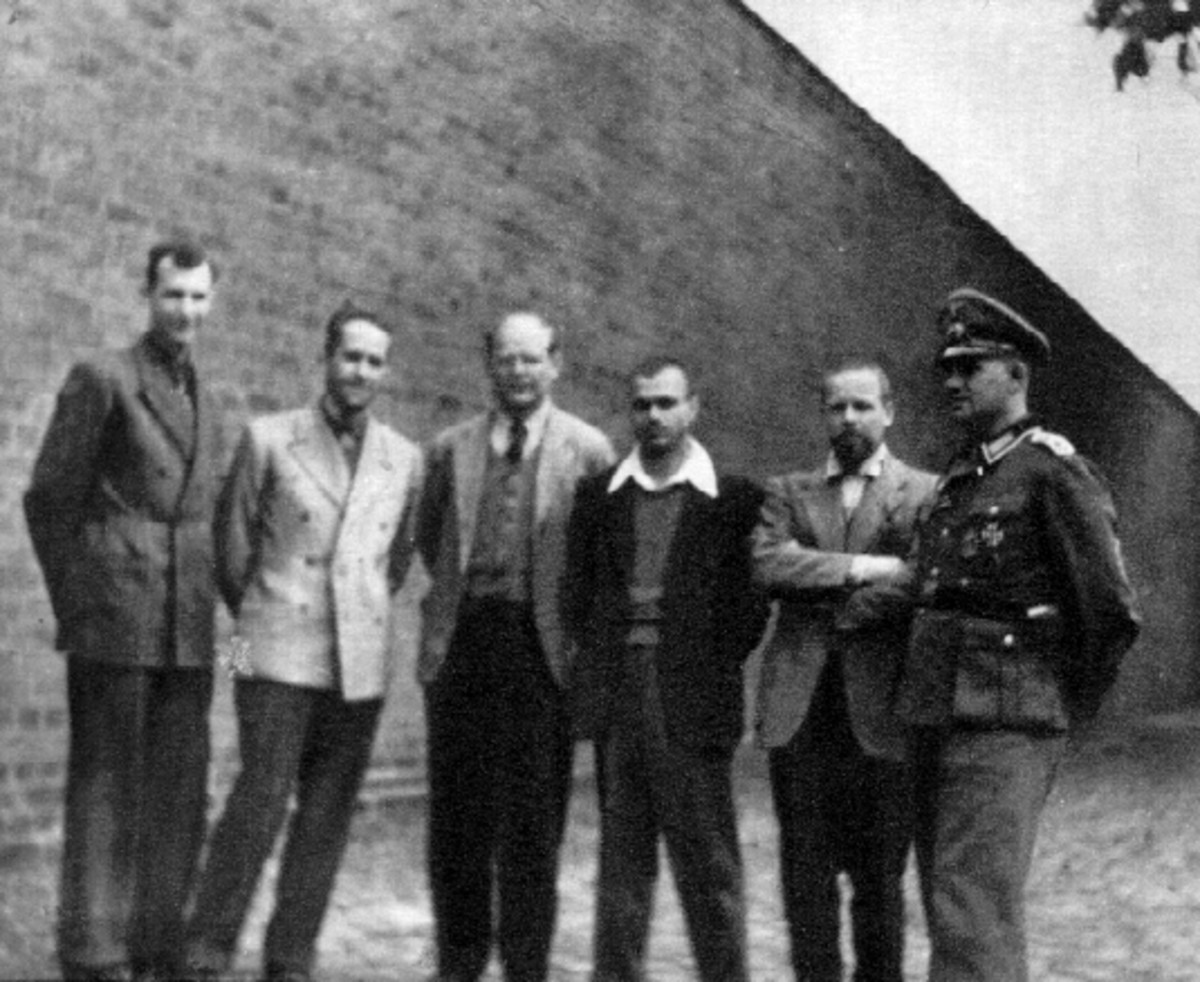 Dietrich Bonhoeffer with members of Abwehr