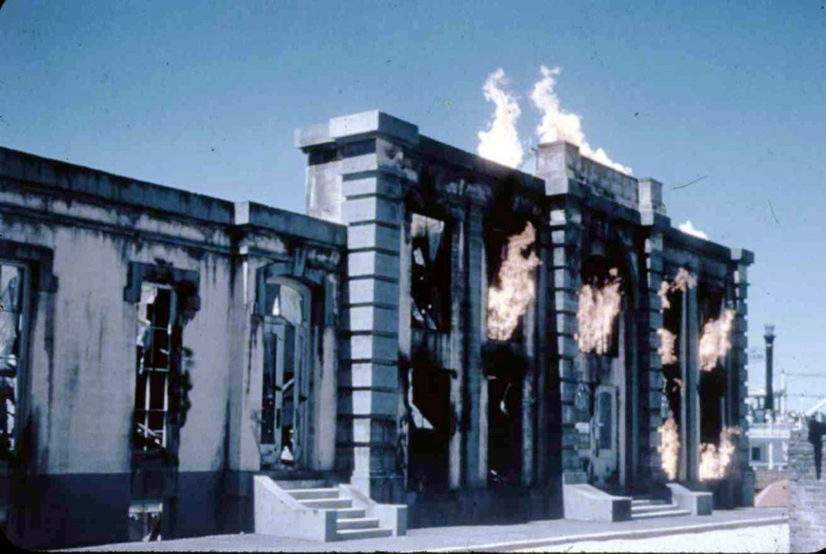 One of the attractions was the Chicago Fire, historically accurate if that fire had been restricted to a single building and easily extinguished with one water pump. Patrons were invited to help put this fire out.