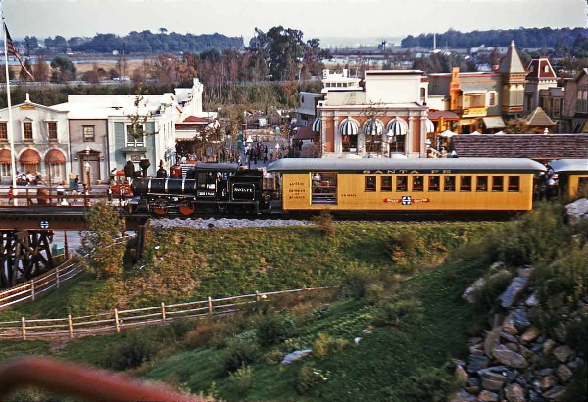 Yes, Freedomland had a train!!!.......