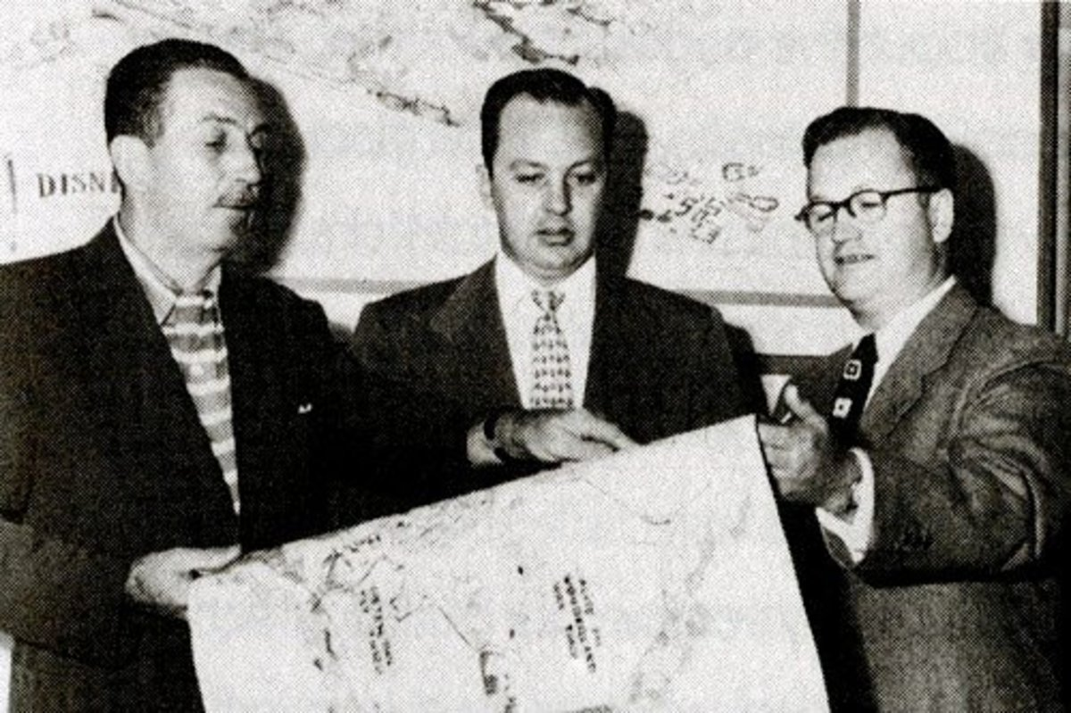 Cornelius Vanderbilt Wood ( right ) in a photo with Walt Disney ( left ) during the planning stage of Disneyland. Wood would later claim that he was Disneyland's designer.