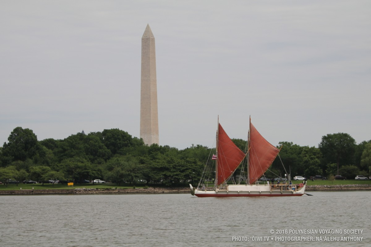 Hōkūleʻa sailing past the Washington Monument in Washington D.C.