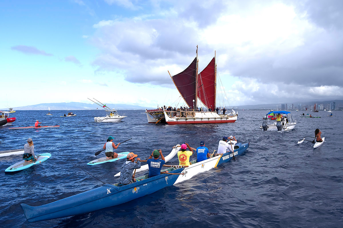 In June 2017, Hōkūleʻa was swarmed by Hawaii residents on surfboards and in canoes to welcome her home.