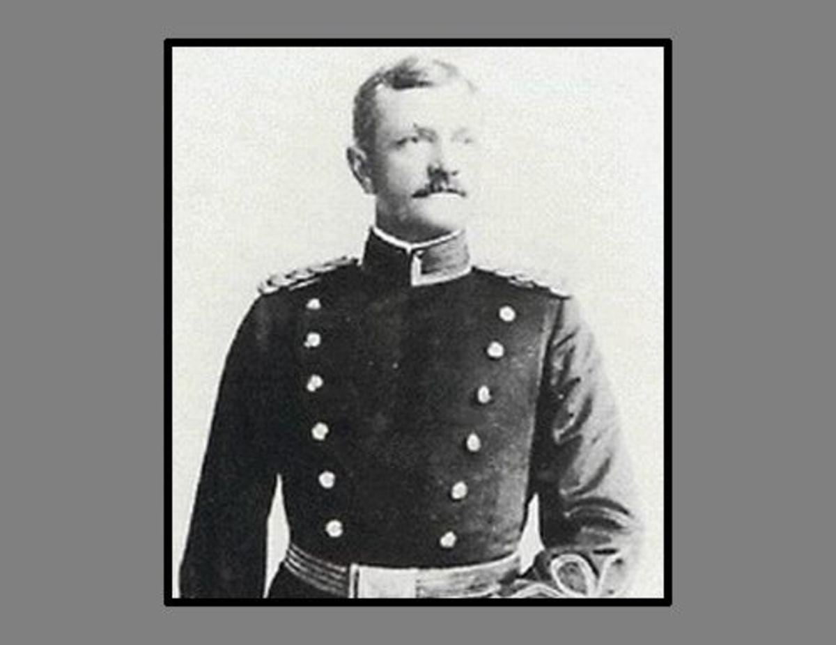 Captain John Pershing, age 41 (1901).