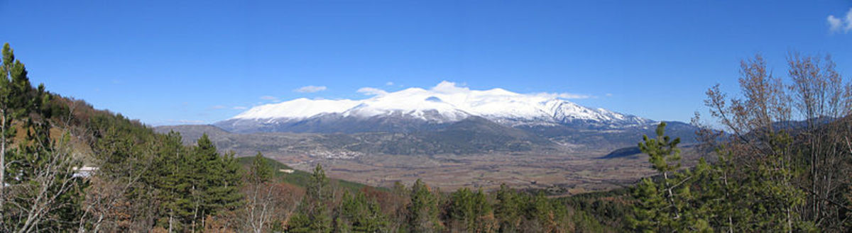 Mount Olympus South Peaks on a wide view stg_gr1 - CC-BY-2.0