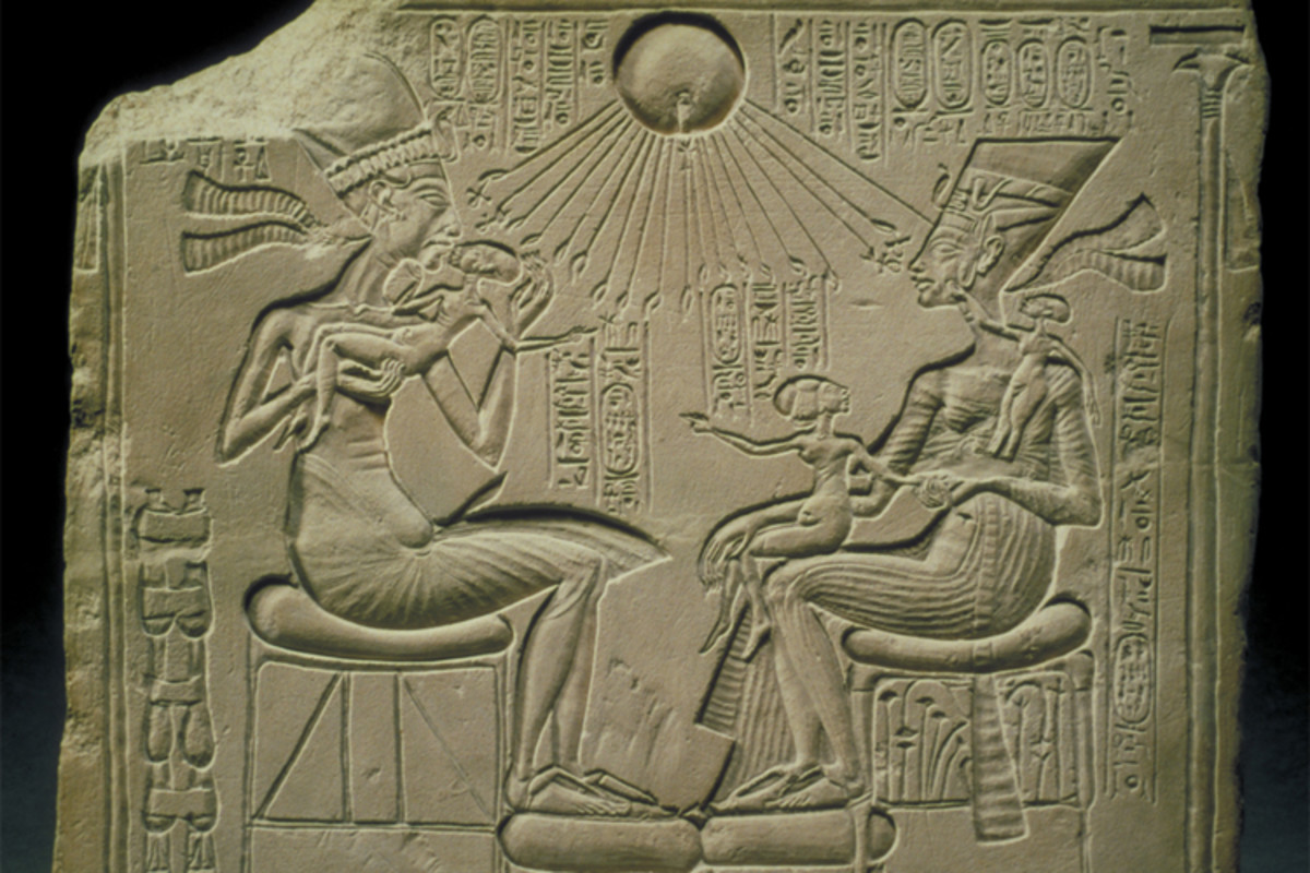 Pharaoh Akhenaten and the royal princesses being blessed by the Aten (sun disc), which Akhenaten and his followers claimed to be the one true god.