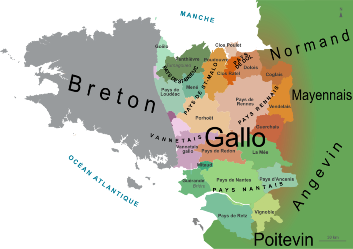 Map showing Lower Brittany where Breton is spoken and Upper Brittany where Gallo is spoken.
