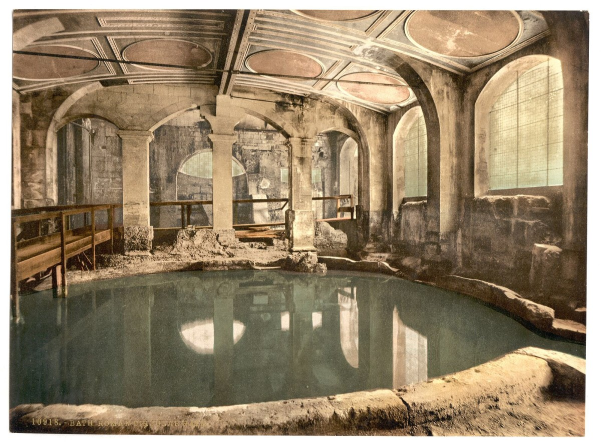 A photo of the Circular Bath at the Roman Bath complex that was created between 1890 and 1900 and colourized to create a photochrom