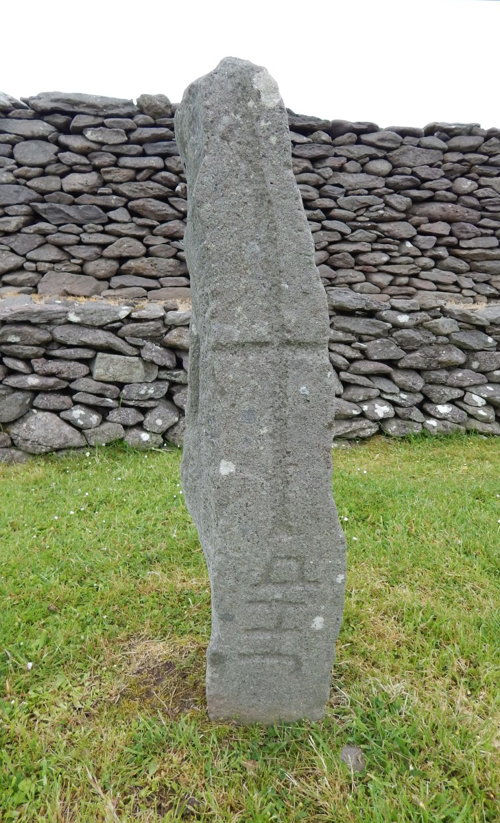 Cross pillar with stylised DNS on its side, Riasc Monastic Settlement