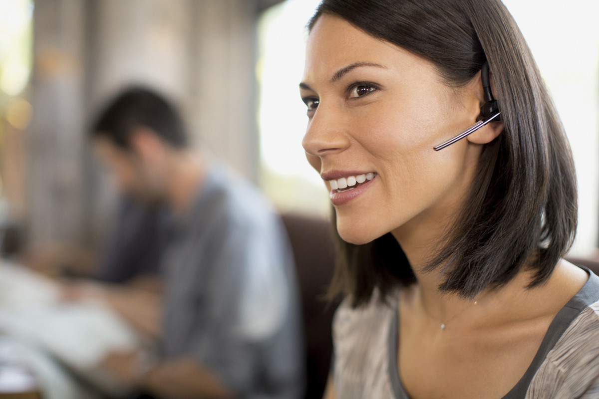 Woman speaking Spanish with headset
