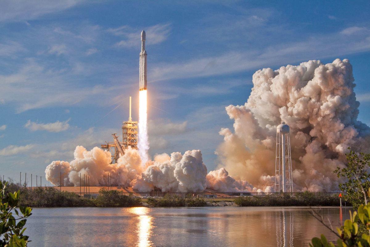 Falcon Heavy Launches!