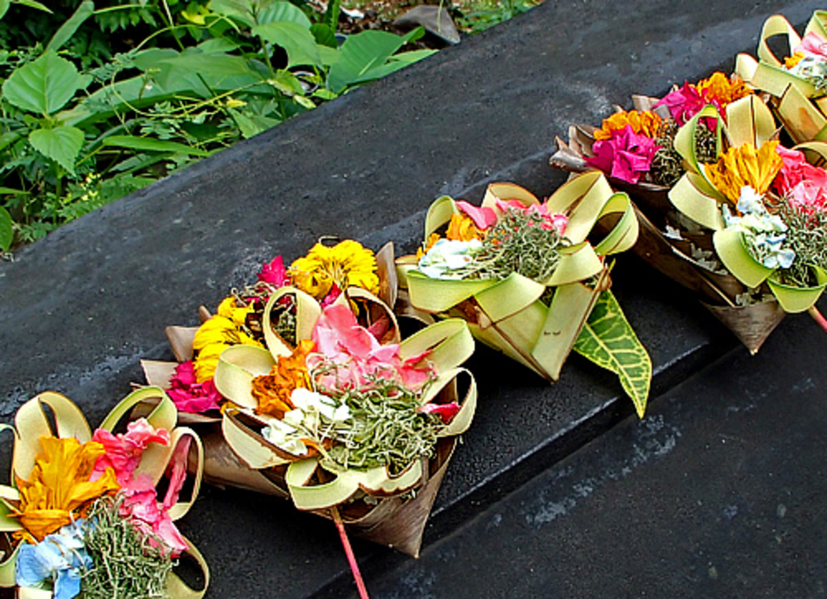 Above: Canang offerings are made fresh daily using flowers and incense.