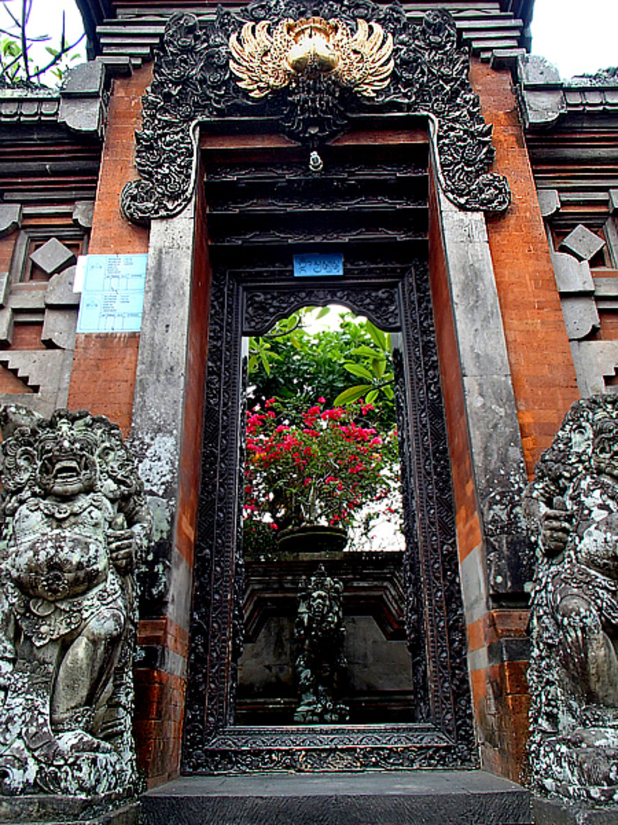 Above top and bottom: Elaborate carvings and stone statues guarding the gates at these family compounds.
