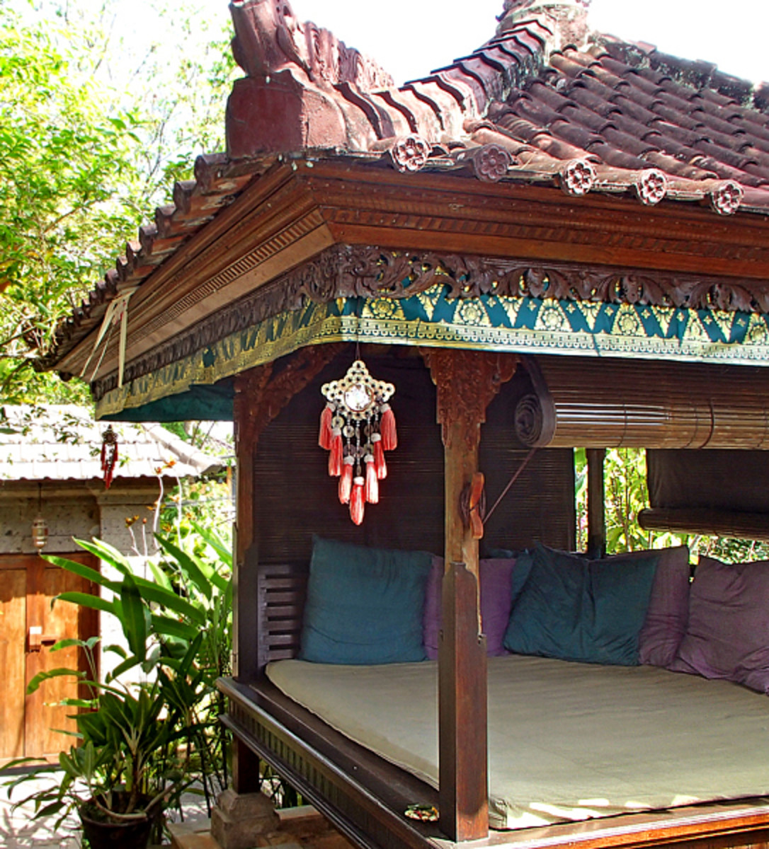 Above: A typical bale in a Balinese garden.
