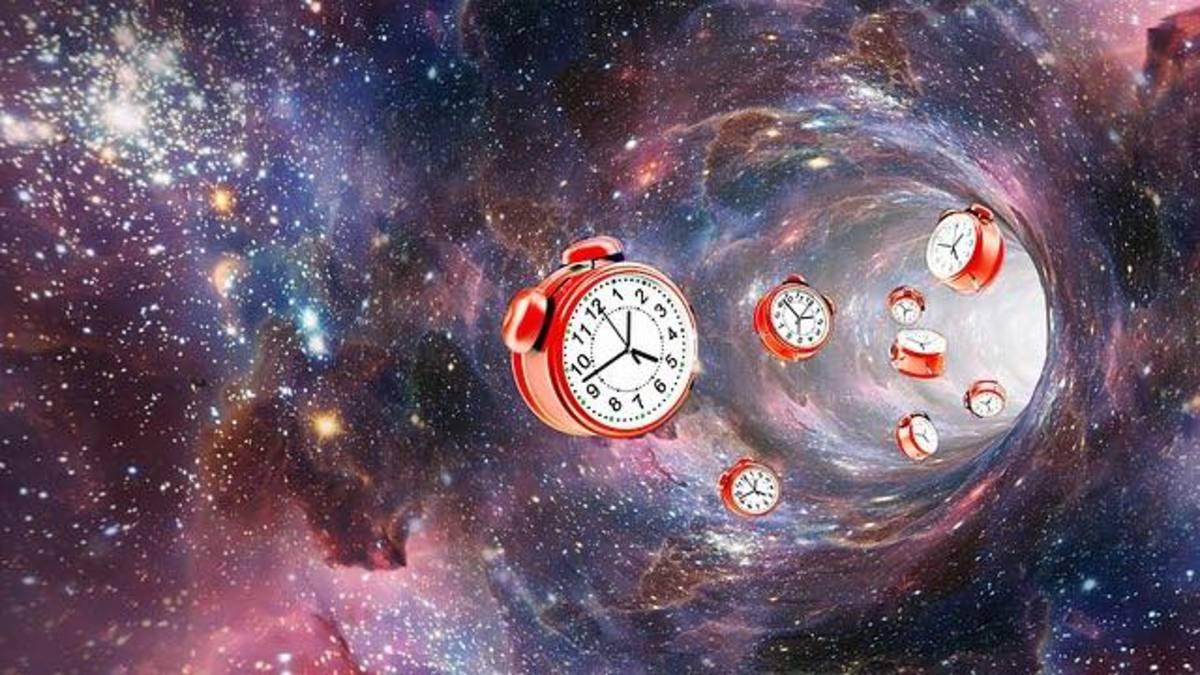 Time travel through a Einstein-Rosen Bridge wormhole
