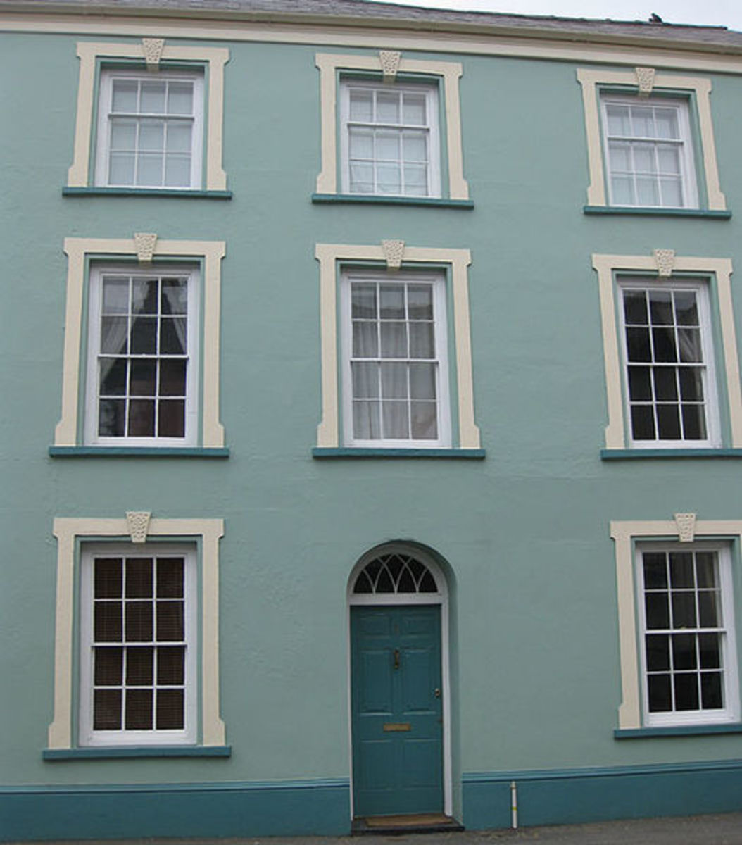 These elegant sash windows are now synonymous with the architecture of Georgian England. However, they were first developed in the mid 17th century and first used in Inigo Jones Banqueting House.