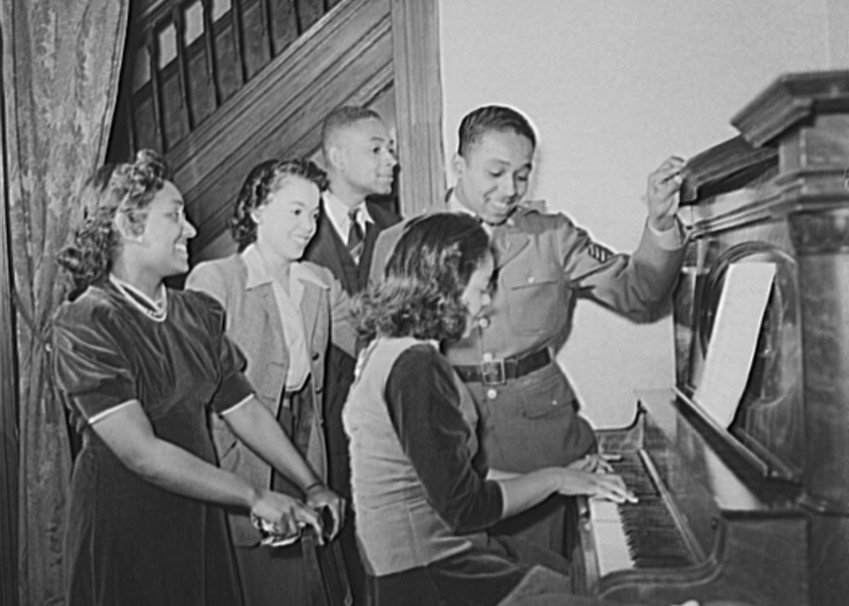 Sgt Williams singing with his sister Sarah, his brother Thomas and his best girl Ellen Harden while his sister Annetta plays the piano