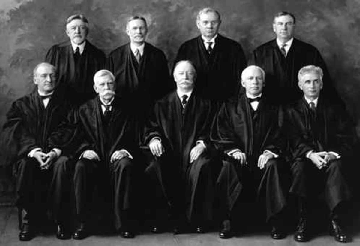 A photo of the United States Supreme Court justices in 1925. Taft is in the front center.