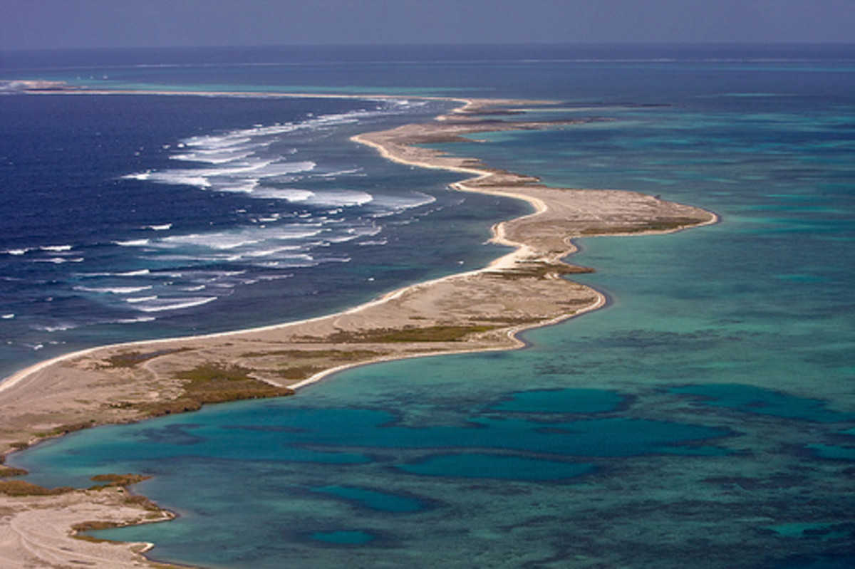 This is the Pelsaert Group of the Abrolhos Island chain. It is named after Commander Francisco Pelsaert.