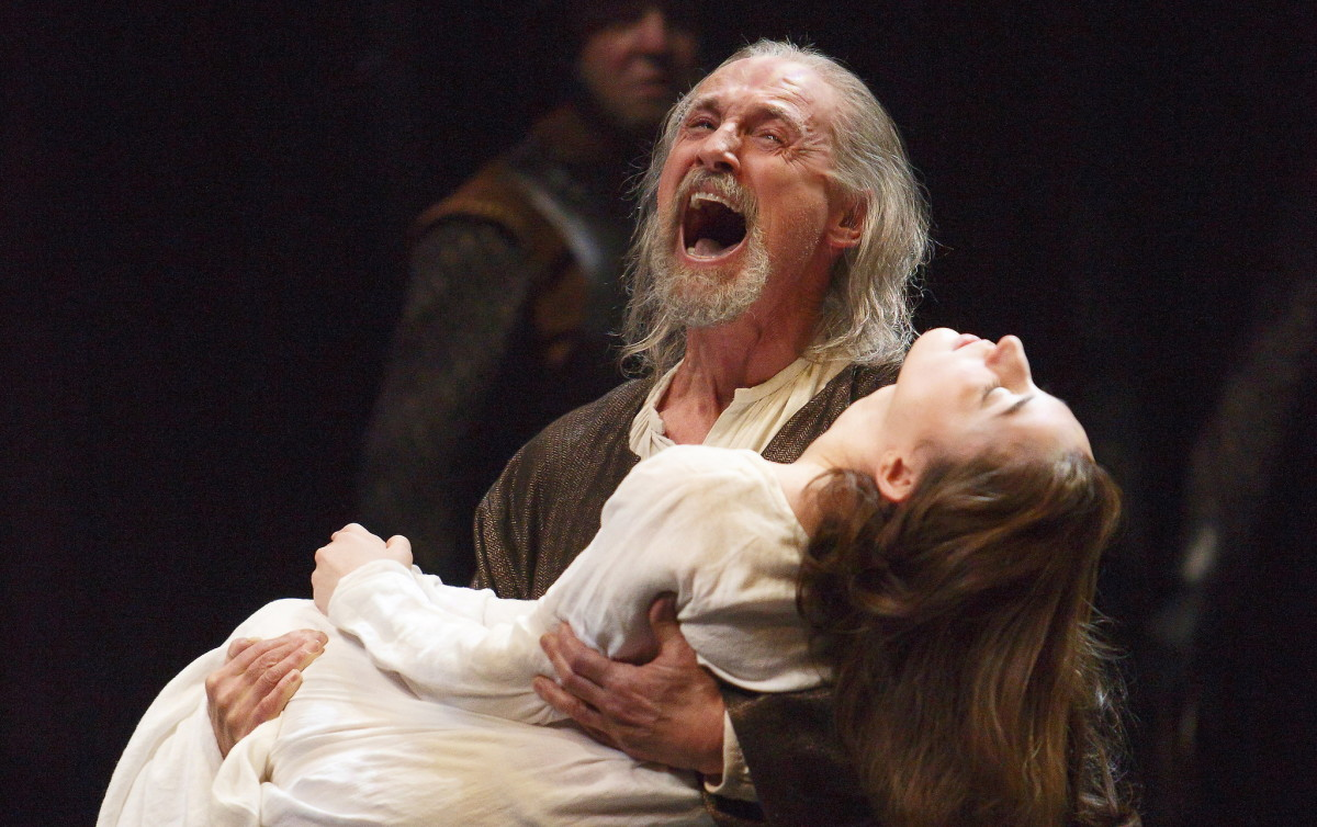 Colm Feore as King Lear and Sara Farb as Cordelia in King Lear