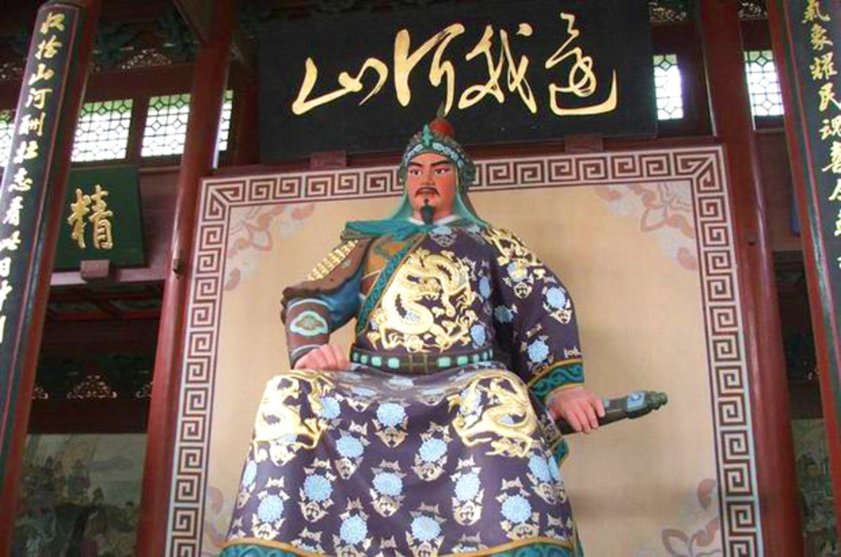 Statue of Yue Fei at the Mausoleum of General Yue Fei Tomb, Hangzhou.