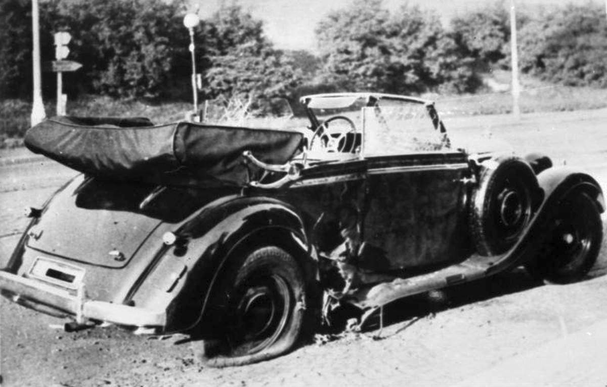 Heydrich's damaged Mercedes.