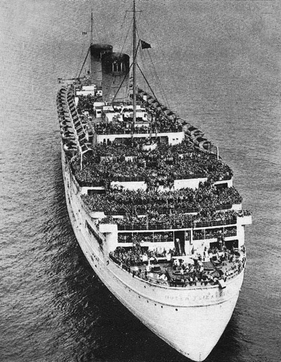 RMS Queen Elizabeth with 10,000 troops on board.