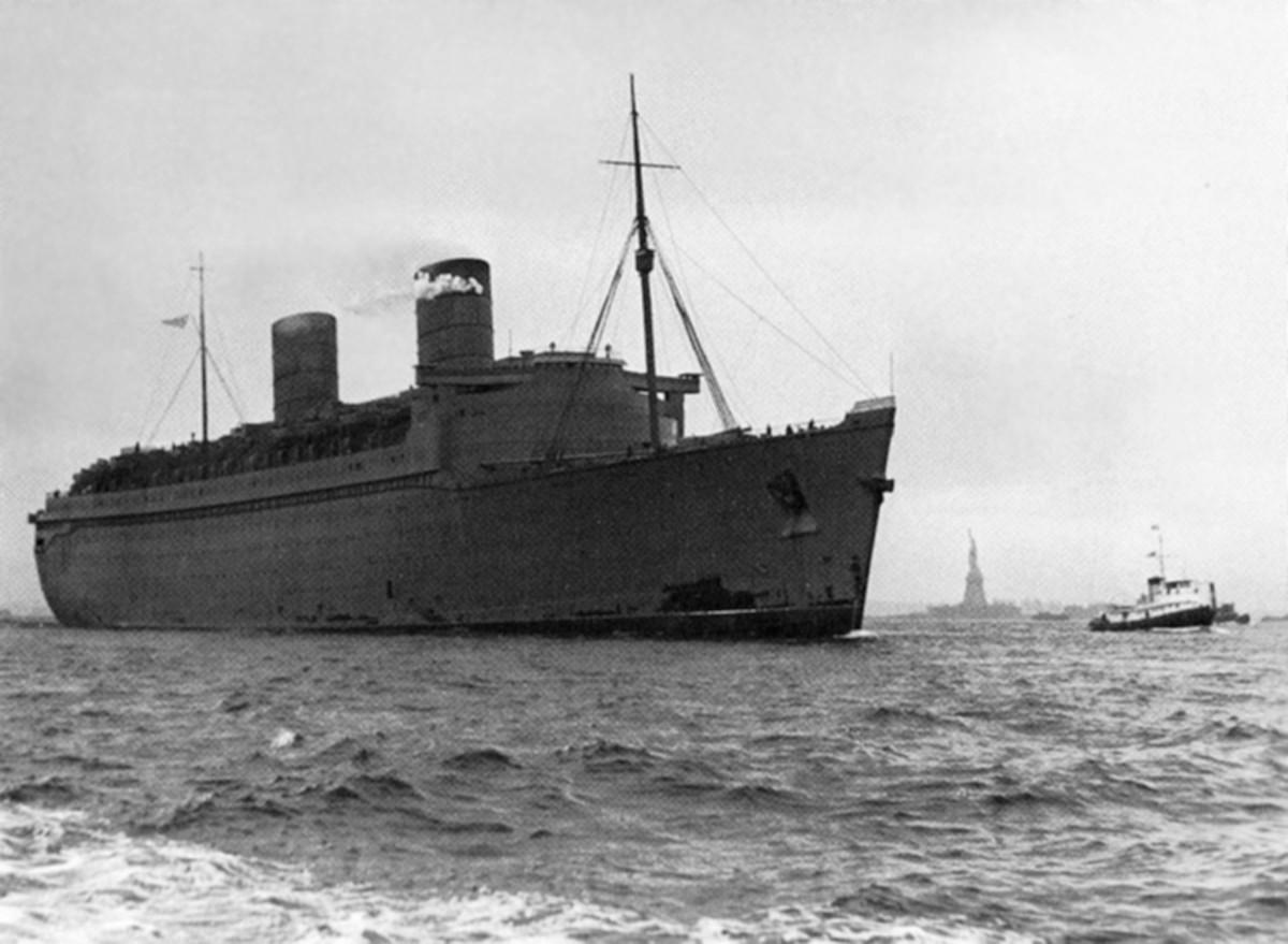 RMS Queen Elizabeth arrives in New York after her secret maiden voyage.