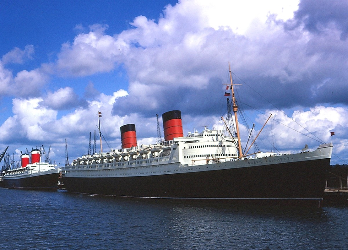 SS United States behind RMS Queen Elizabeth in the 1960s just as the Age of Liners was coming to an end.