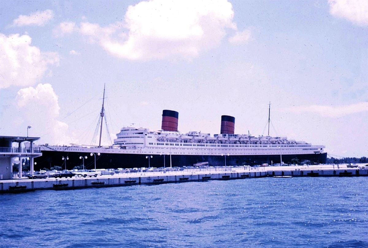 The closed RMS Queen Elizabeth in Florida awaiting auction.