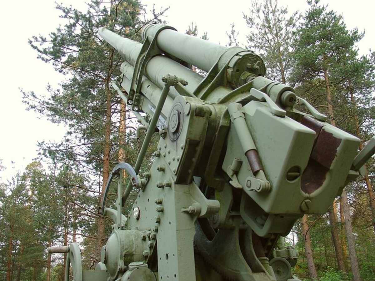 76 mm anti-aircraft artillery piece. A memorial to the defense of Helsinki during the three Great Raids of 1944.