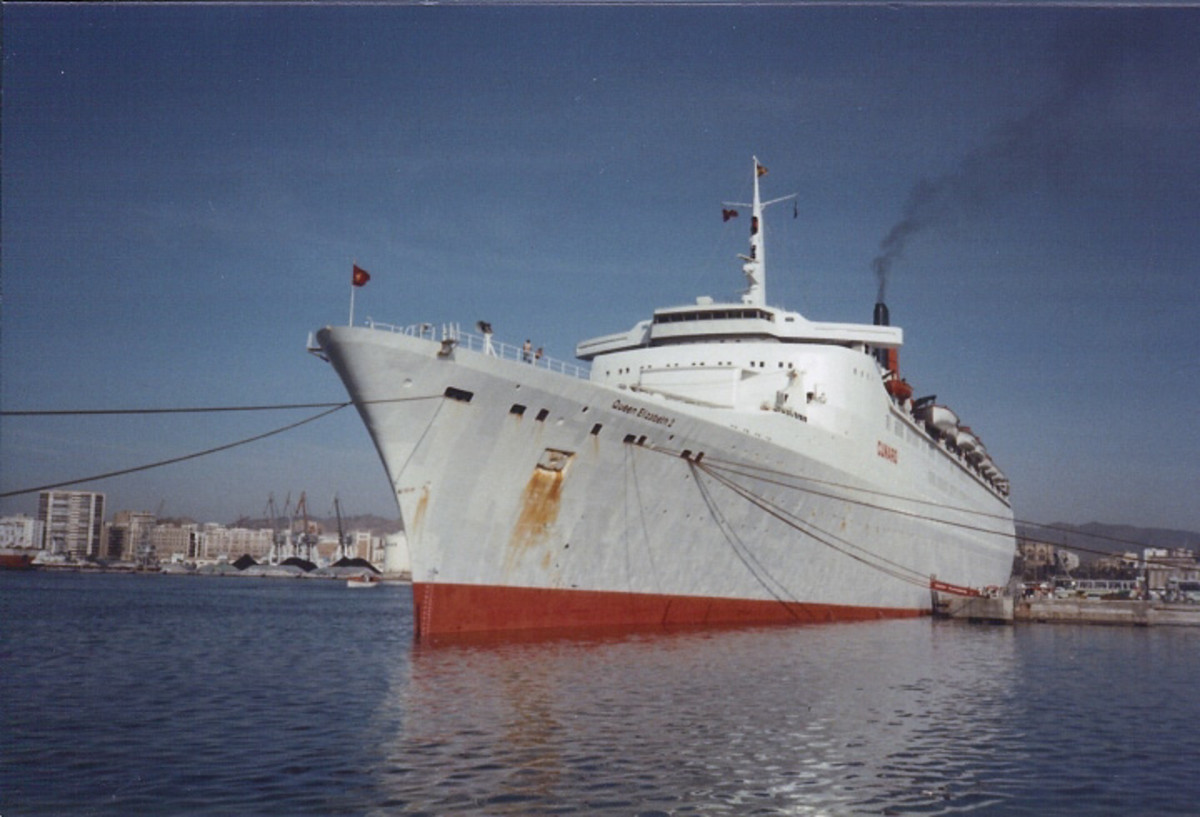Troopship QE2 in 1982