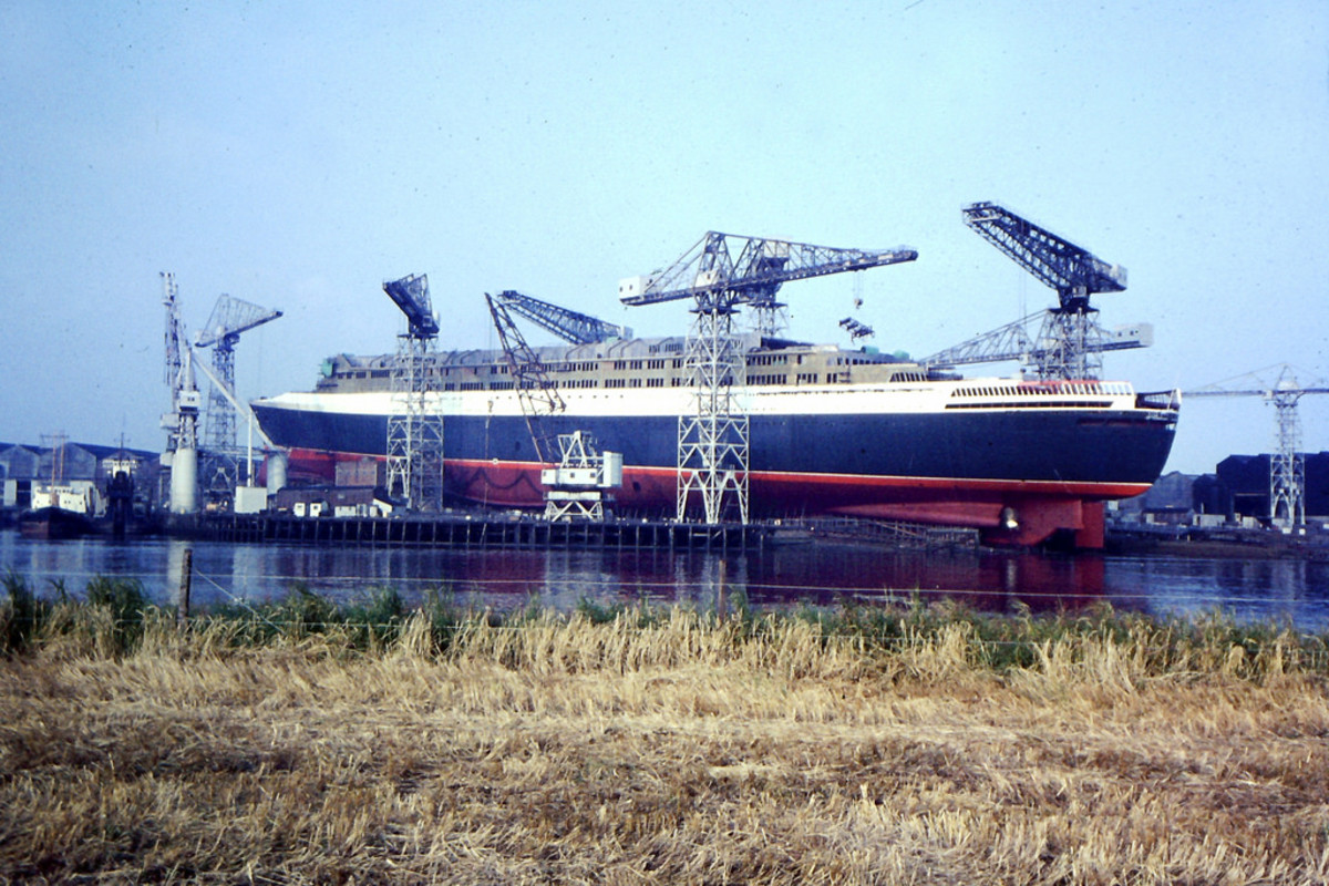 Hull 736, the QE2, under construction.