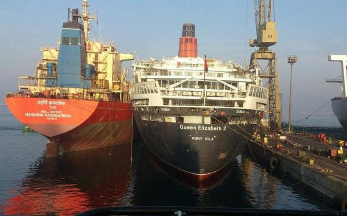 The QE2 in Port Rashid now in cold lay up.