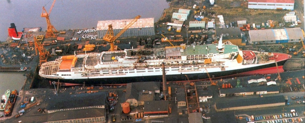 The QE2 during her 1986/87 refit.