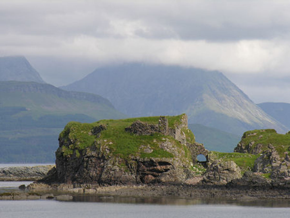 The ruins of Dun Sgathaich on Skye, said to stand on the site of Dun Scaith
