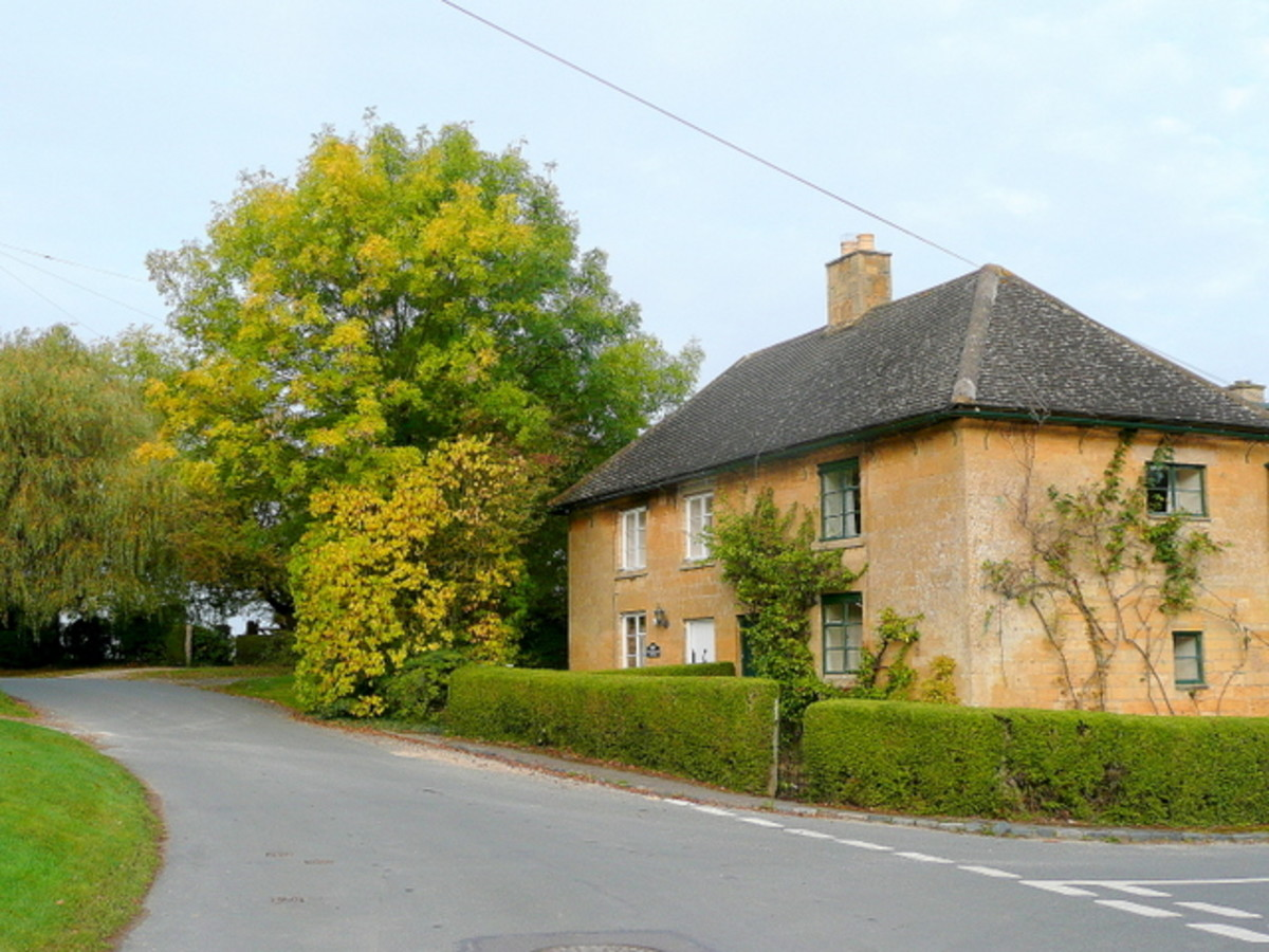 https://commons.wikimedia.org/wiki/File:Laverton,_a_small_Cotswold_village_2_-_geograph.org.uk_-_1535951.jpg#/media/File:Laverton,_a_small_Cotswold_village_2_-_geograph.org.uk_-_1535951.jpg