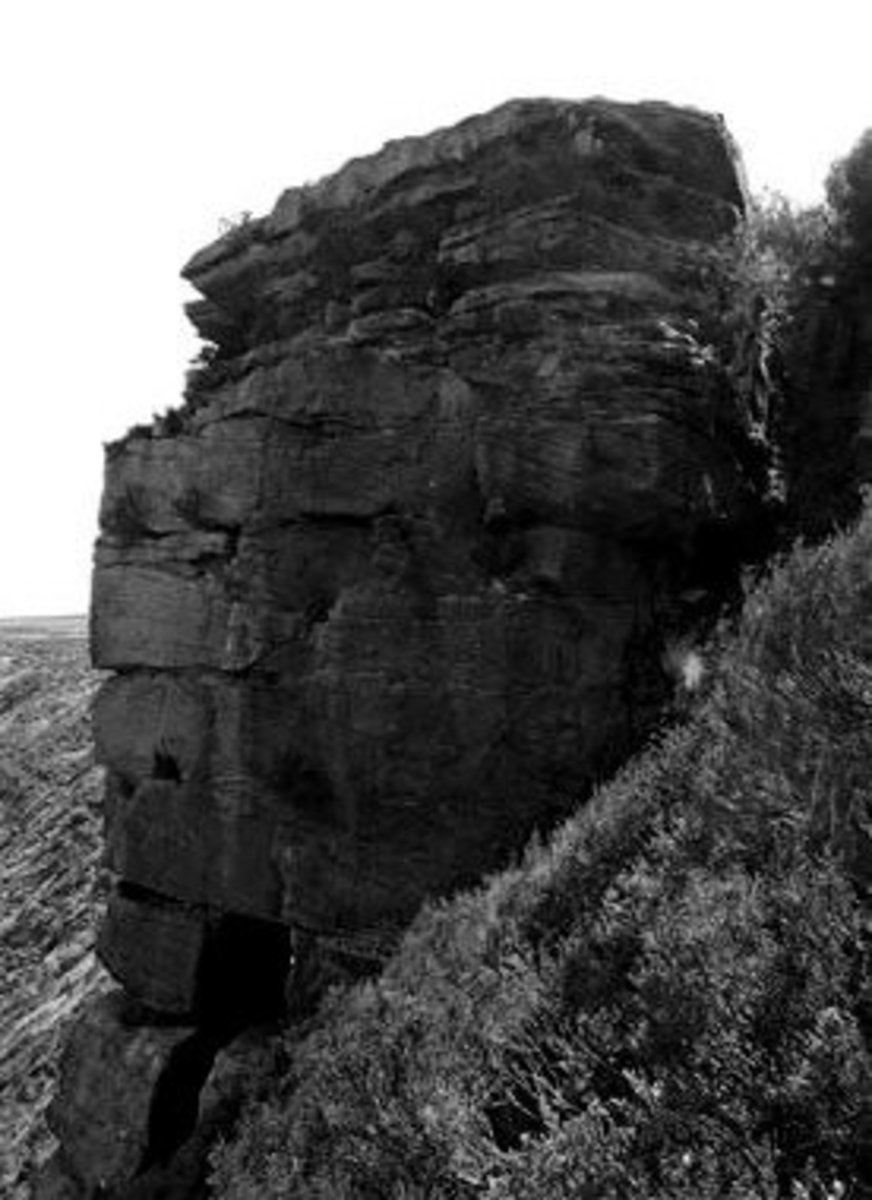 Ponden Kirk is thought to be the location for Penistone Crags and is about one kilometer north of Top Withens. A hole in its base corresponds to the Fairy Cave.