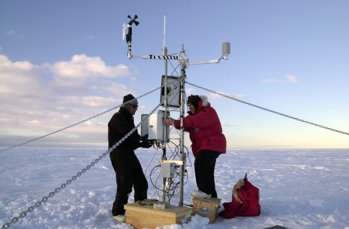 Weather instruments and GPS recording equipment were set up on the B-15 iceberg