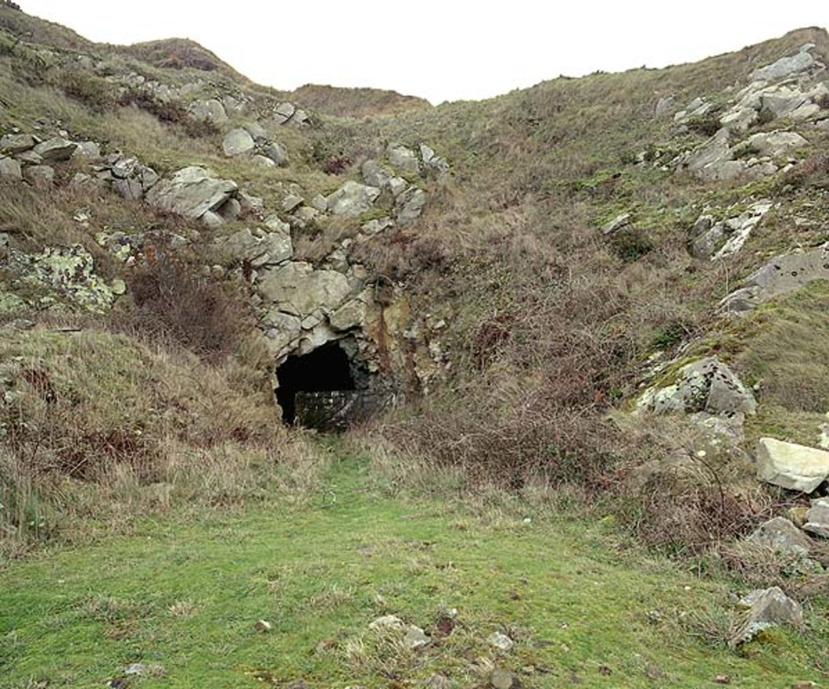 Tunnel entrance to Quarry