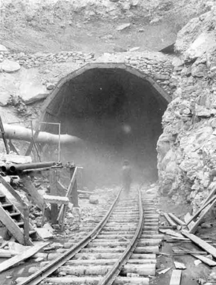 Hawks Nest tunnel entrance