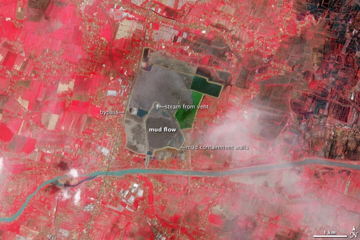 The area around the Lusi mud volcano as it appeared in 2008 (false colour image)